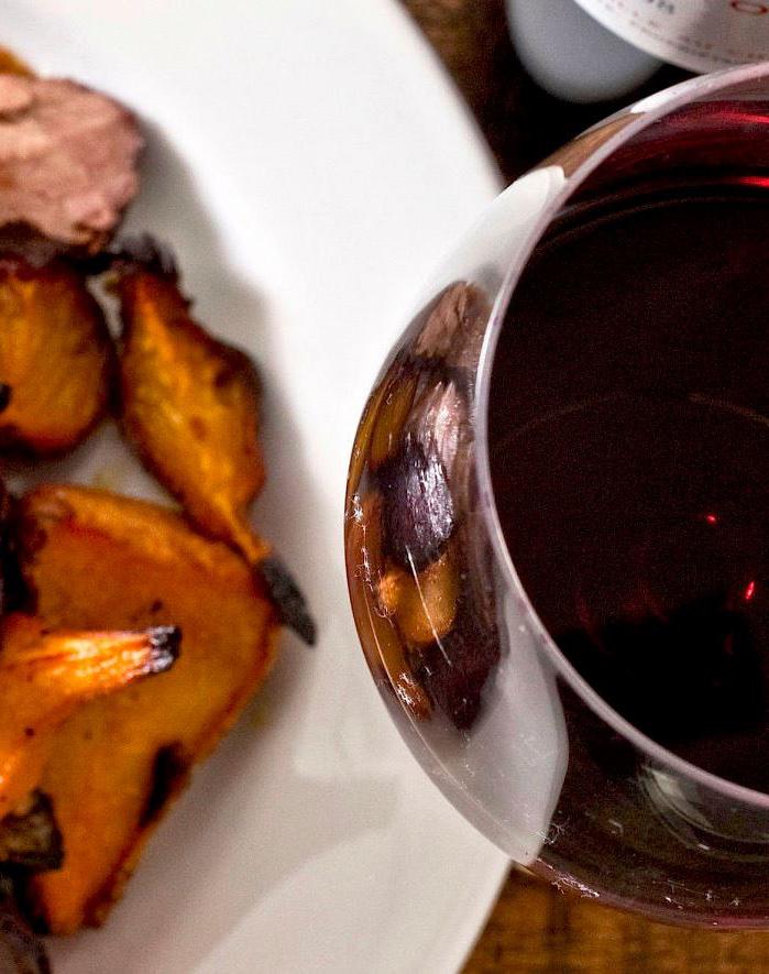 Vinul și bucatele își deapănă povestea de dragoste la Gallo Nero Decebal